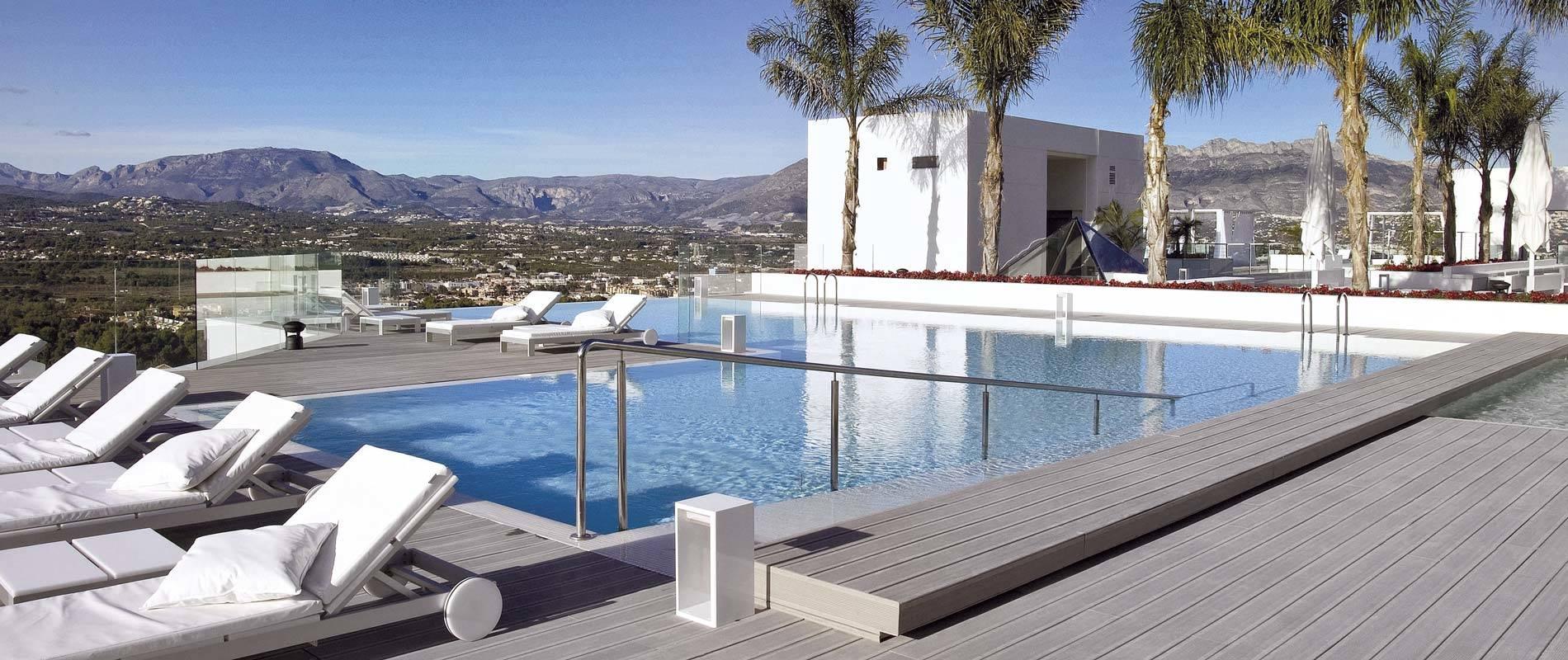ESPAGNE Terrasse piscine de l hotel Sha Wellness Clinic Alic